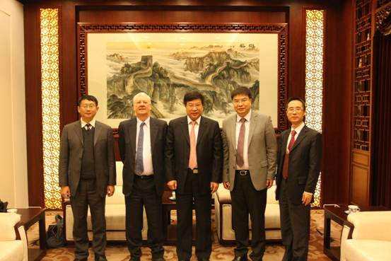Shi Jianjun, Principal of UIBE met with Prof Peter Buckley from University of Leeds