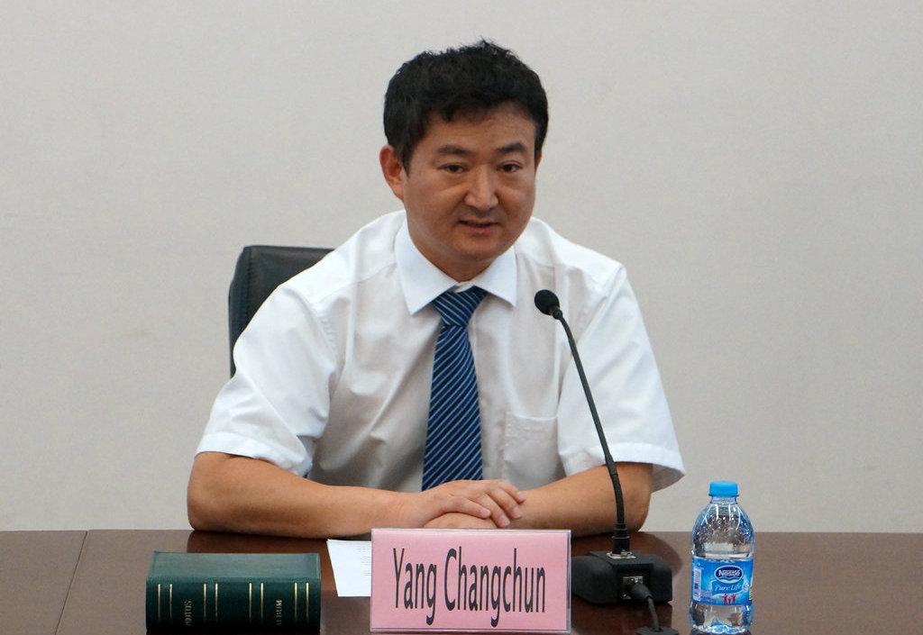 继续教育学院国际发展部主任周海涛做了项目总结,并在典礼上播放